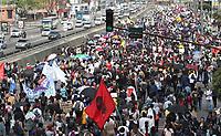 BOGOTÁ - COLOMBIA, 28-11-2018:Miles de estudiantes marcharon por las diferentes avenidas de la capital , exigiendo presupuesto para la educación superior ./ Thousands of students marched through the different avenues of the capital demanding a budget for higher education. Photo: VizzorImage / Felipe Caicedo / Satff