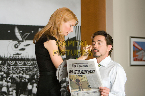 GWYNETH PALTROW & ROBERT DOWNEY JR..in Iron Man.*Filmstill - Editorial Use Only*.CAP/FB.Supplied by Capital Pictures.