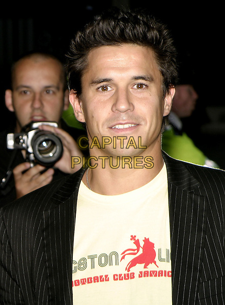 "JEREMEY EDWARDS & GUEST.""Super Size Me"" Premiere, Curzon Mayfair, London, .1st September 2004..half length .Ref: AH.www.capitalpictures.com.sales@capitalpictures.com.©Capital Pictures."