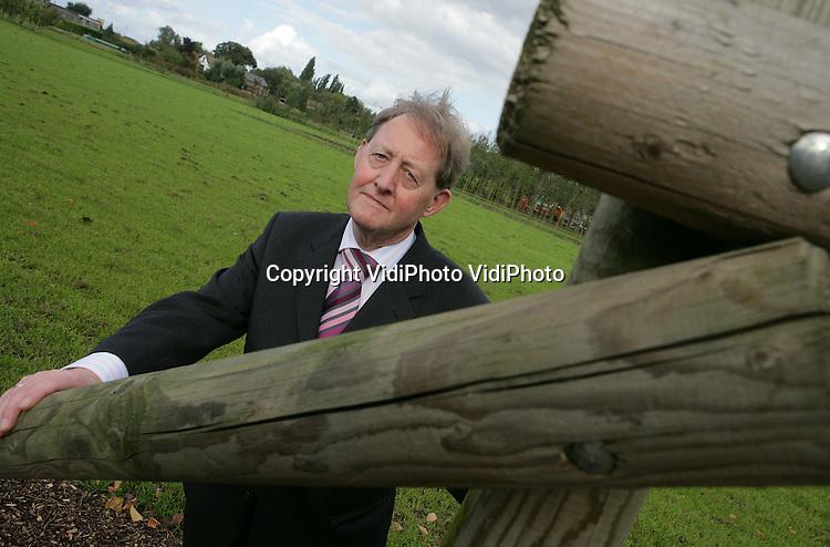 Foto: VidiPhoto..OPHEUSDEN - Burgemeester Frans Moree op het terrein waar volgende week de demodagen voor de boomteeltsector worden gehouden.