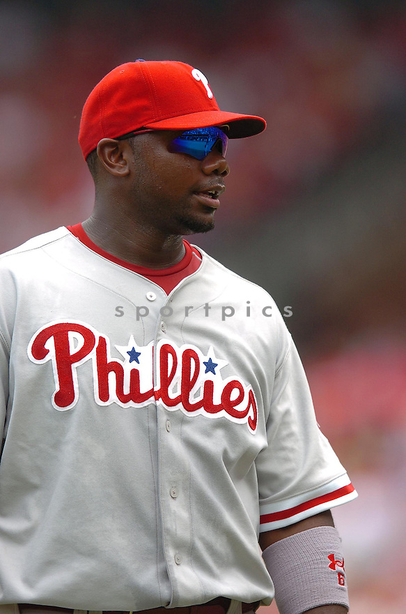 RYAN HOWARD, of the Philadelphia Phillies , in action during the Phillies game against the St. Louis Cardinals  in St. Louis, Missouri  on June 23,  2007...Cardinal win 8-3...CHRIS BERNACCHI/ SPORTPICS.