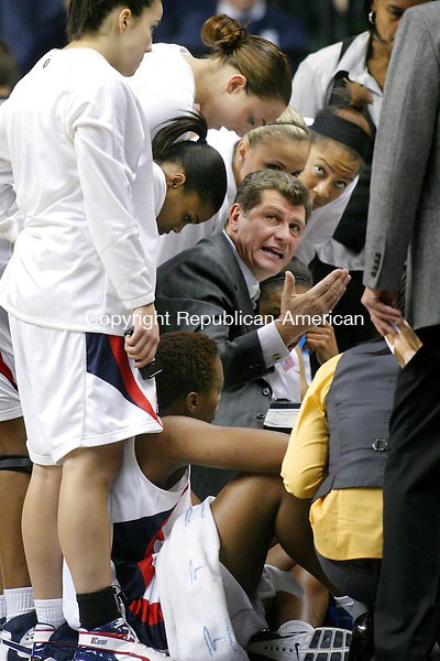 STORRS, CT. 21 January 2008-012108SV13--UConn Coach Geno Auriemma talks to his team during a timeout against North Carolina at Gampel Pavilion in Storrs Monday.<br /> Steven Valenti Republican-American