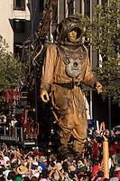 """FOR THE BICENTENARY OF CHILE,SANTIAGO MIL AND THE CITY OF SANTIAGO INVITE  THE WONDERFUL """" PEQUENA GIGANTE """" FROM THE FRENCH STREET ART COMPANY """"ROYAL DE LUXE"""".<br /> <br /> THE """"PEQUENA GIGANTE"""" DURING THREE DAYS WAS FOLLOWED ON ALL MEDIAS AND ABOVE ALL BY MILLIONS OF PEOPLE IN THE STREETS OF THE CAPITAL SANTIAGO.<br /> <br /> THE SHOW IS VERY UNIQUE, POETIC,POPULAR AND GENERATE ALSO A LOT OF ENTHUSIASM AND EXCITATION TO CHILDRENS AND FAMILIES.<br /> <br /> THIS HUGE PUMPET IS DRIVEN IN THE STEETS BY A LOT OF MENS WHO ARE PLAYING THEIR ROLE LIKE LILIPUTIANS.<br /> <br /> <br /> <br /> <br /> POUR LE BICENTENAIRE DU CHILI,SANTIAGO MIL ET LA VILLE DE SANTIAGO INVITENT LA MERVEILLEUSE """"PEQUENA GIGANTE"""" DE LA COMPAGNIE D'ART DE RUE FRANCAISE """"ROYAL DE LUXE"""".<br /> <br /> DURANT TROIS JOURS """"LA PEQUENA GIGANTE"""" FUT SUIVIE SUR TOUS LES MEDIAS ET SURTOUT PAR DES MILLIONS DE PERSONNES DANS LES RUES DE LA CAPITALE SANTIAGO.<br /> <br /> LE SPECTACLE EST UNIQUE,POETIQUE,POPULAIRE ET GENERE AUSSI BEAUCOUP D'ENTHOUSIASME ET D'EXCITATION AUPRES DES ENFANTS ET DES FAMILLES.<br /> <br /> <br /> LA GIGANTESQUE MARIONNETTE EST ARTICULEE ET COINDUITE DANS LES RUES PAR DE NOMBREUX HOMMES JOUANT LE ROLE DES LILIPUTIENS."""