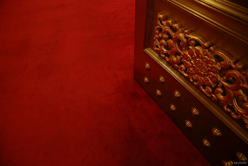 Heavy doors open inside the Great Hall of the People where sessions of the National People's Congress (NPC) and the Chinese People's Political Consultative Conference (CPPCC) are taking place, in Beijing, China March 5, 2016.   REUTERS/Damir Sagolj