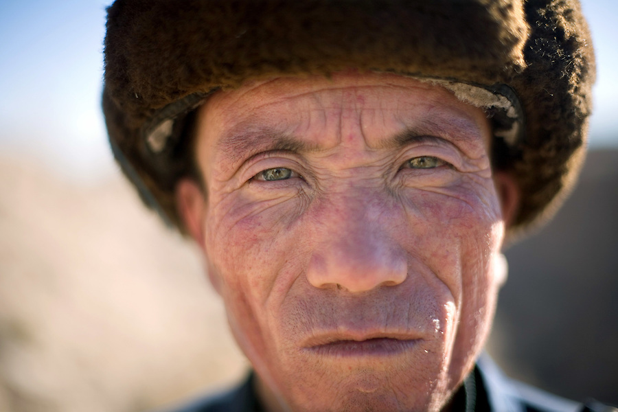 Cai Junnian's green eyes. A farmer from Liqian, a village in Gansu province from which the local inhabitants have some fair features, and may be descendants of Roman mercenaries who allegedly fought the Han Chinese 2,000 years ago...