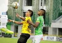 BARRANCABERMEJA- COLOMBIA - 23 - 07 -2016: Alex Castro (Izq.) jugador de Alianza Petrolera, disputa el bal—n con Cristian Mafla (Der.) jugador de Atletico Bucaramanga, durante partido Alianza Petrolera y Atletico Bucaramanga, por la fecha 5 por la Liga Aguila II 2016 en el estadio Daniel Villa Zapata en la ciudad de Barrancabermeja. / Alex Castro (L) player of Alianza Petrolera, figths the ball with Cristian Mafla (R) player of Atletico Bucaramanga, during a match between Alianza Petrolera and Atletico Bucaramanga, for date 5 of the Liga Aguila II 2016 at the Daniel Villa Zapata stadium in Barrancabermeja city. Photo: VizzorImage  / Jose D Martinez / Cont.
