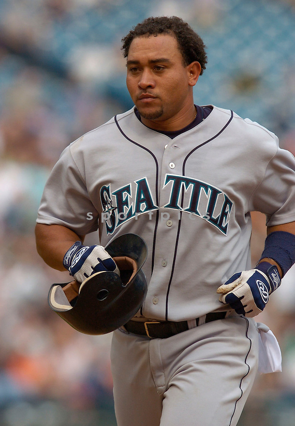 Miguel Olivo during the Seattle Mariners v. Chicago White Sox game on April 17, 2005...Mariners win 5-4..Chris Bernacchi / SportPics
