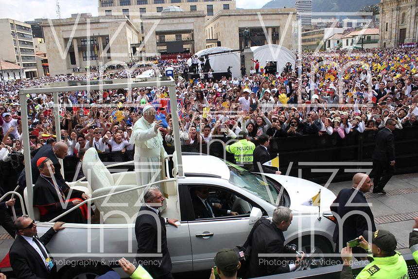 BOGOTA -COLOMBIA , 7- 09-2017.El Papa Francisco se reunió con más de 25.00 jovenes a quienes bendijo en La Plaza de Bolívar. /Pope Francisco met with more than 25.00 young people whom he blessed in La Plaza de Bolivar. Photo: VizzorImage / Felipe Caicedo / Staff