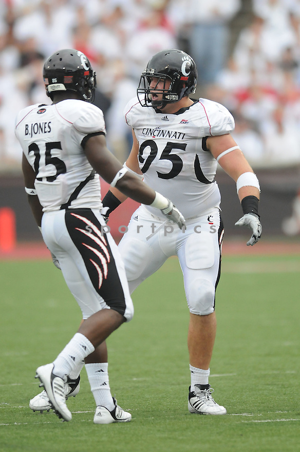 DEREK WOLFE, of the Cincinnati Bearcats  in action during the Bearcats game against the Fresno State Bulldogs in Cincinatti, OH on September 26, 2009.  The Bearcats beat the Bulldogs  win 28-20..