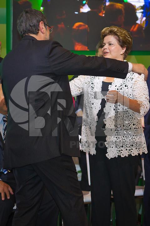 RIO DE JANEIRO, RJ, 13 DE FEVEREIRO DE 2012 - Cerimônia de Posse da nova Presidente da Petrobrás  - A Presidente Dilma Roussef cumprimenta o Ex-Presidente da Petrobras, Sergio Gabrielli, após discurso de despedida, na cerimônia de tomada de posse da nova Presidente da Petrobras, Graça Foster, na sede da Petrobras.<br /> FOTO GLAICON EMRICH - NEWS FREE.