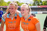 AMSTELVEEN  -  Jasmijn Pouw (Gro) met Evaline Janssens (Gro)   Hoofdklasse hockey dames ,competitie, dames, Amsterdam-Groningen (9-0) .     COPYRIGHT KOEN SUYK