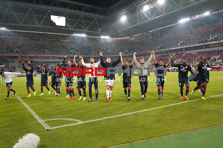 30.11.2018, Merkur Spielarena, Duesseldorf , GER, 1. FBL,  Fortuna Duesseldorf vs. 1.FSV Mainz 05,<br />  <br /> DFL regulations prohibit any use of photographs as image sequences and/or quasi-video<br /> <br /> im Bild / picture shows: <br /> die Mainzer jubeln nach dem Spiel den Fans zu.. <br /> Foto © nordphoto / Meuter