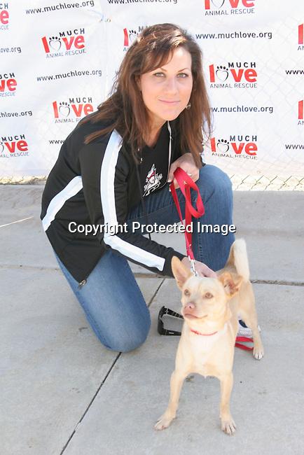 Lisa Foxx<br />3rd Annual Bow-Wow-Ween<br />Barrington Park<br />Los Angeles, CA, USA<br />Sunday, October 31, 2004<br />Photo By Celebrityvibe.com/Photovibe.com, <br />New York, USA, Phone 212 410 5354, <br />email: sales@celebrityvibe.com