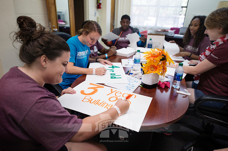 Service DAWGS Day: MSU student volunteers help with open house signs at Aiken Village Preschool.<br />  (photo by Megan Bean / &copy; Mississippi State University)