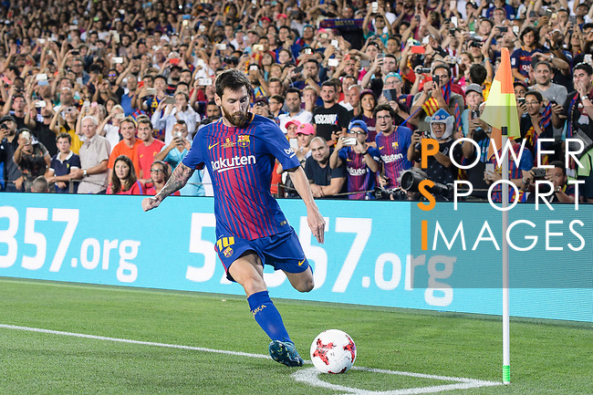 Lionel Messi of FC Barcelona attempts a kick while from the corner during the Supercopa de Espana Final 1st Leg match between FC Barcelona and Real Madrid at Camp Nou on August 13, 2017 in Barcelona, Spain. Photo by Marcio Rodrigo Machado / Power Sport Images