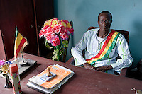 "Afrika Westafrika Mali -  Buergermeister im Dorf - Verwaltung xagndaz | .Africa Mali - village leader at desk - policy governance  .| [ copyright (c) Joerg Boethling / agenda , Veroeffentlichung nur gegen Honorar und Belegexemplar an / publication only with royalties and copy to:  agenda PG   Rothestr. 66   Germany D-22765 Hamburg   ph. ++49 40 391 907 14   e-mail: boethling@agenda-fototext.de   www.agenda-fototext.de   Bank: Hamburger Sparkasse  BLZ 200 505 50  Kto. 1281 120 178   IBAN: DE96 2005 0550 1281 1201 78   BIC: ""HASPDEHH"" ,  WEITERE MOTIVE ZU DIESEM THEMA SIND VORHANDEN!! MORE PICTURES ON THIS SUBJECT AVAILABLE!! ] [#0,26,121#]"