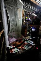 Belém, Pará, Brasil. Policia. Retranca: Homicidio - Menor de idade, 16 anos. Gancho: Enquanto dormia em sua casa de um comôdo ao lado da companheira grávida, adoslecente de 16 anos teve o sono brutalmente interrompido ao ser morto com um tiro na cabeça. Data: 03/11/2014. local:  Loteamento Divina Providência (Invasão / Ocupação) - Benevides. Foto: Mauro Ângelo/Diário do Pará