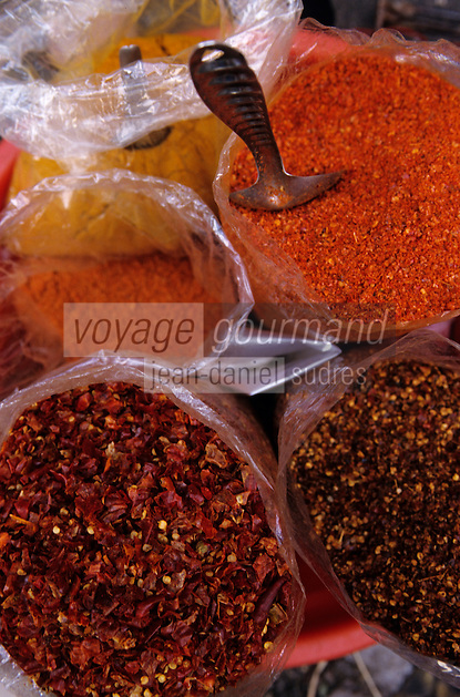 Asie/Birmanie/Myanmar/Yangon: Theingyi Zei Market ou marché indien - Etal curry