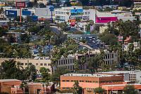 Vista panor&aacute;mica de edificios:  Rector&iacute;a de la Universidad de Sonora, Centro de las Artes, Bulevar Luis Encinas, Puente Peatonal, Liverpool, Cinemex , Office Depot, Banamex, museo y Biblioteca de la unison, Sambors.<br />  27FEB2018 (Foto:Luis Gutierrez/NortePhoto.com)<br /> ....<br /> ....<br /> pclaves: Calle, panor&aacute;mica, educaci&oacute;n, ciudad, capital, urbe, modernidad, c&eacute;ntrico, Arquitectura, ara, arquitect&oacute;nico, plano de la ciudad, trazo de la ciudad, trafico, congestionamiento vial, crecimiento, tiempo, progreso, capital de sonora, Sonora, Hermosillo, Mexico, d&iacute;a, luz de d&iacute;a, fachada,2018,