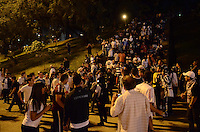 SAO PAULO, 04 DE JULHO DE 2012 - MOVIMENTACAO PACAEMBU FINAL LIBERTADORES - Movimentacao de torcedores na praca Charles Miller, no estadio do Pacaembu no inicio da noite desta quarta feira, regiao central da capital. FOTO: ALEXANDRE MOREIRA - BRAZIL PHOTO PRESS