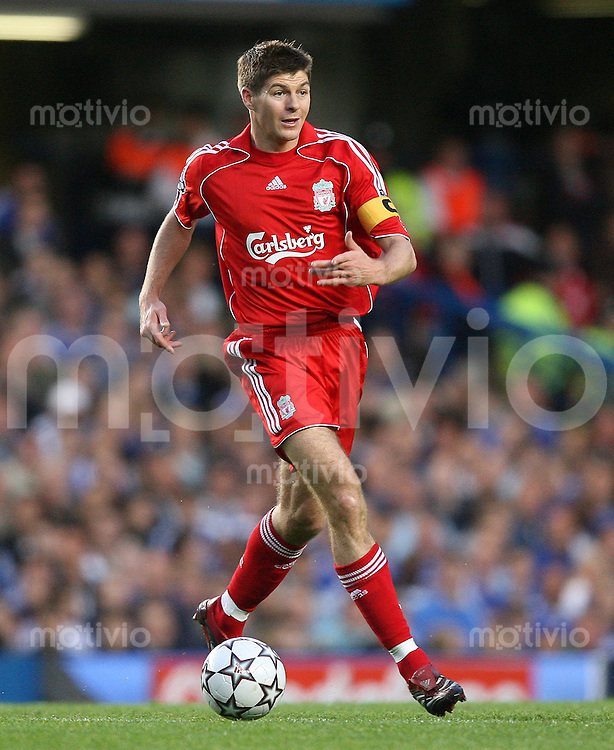 Fussball CHL Halbfinal - Hinspiel  FC Chelsea 1-0 FC Liverpool Steven Gerrard (FC L) am Ball