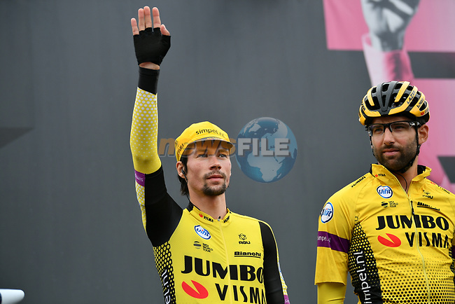 Primoz Roglic (SLO) Team Jumbo-Visma at sign on before Stage 16 of the 2019 Giro d'Italia, running 194km from Lovere to Ponte di Legno, Italy. 28th May 2019<br /> Picture: Massimo Paolone/LaPresse | Cyclefile<br /> <br /> All photos usage must carry mandatory copyright credit (© Cyclefile | Massimo Paolone/LaPresse)