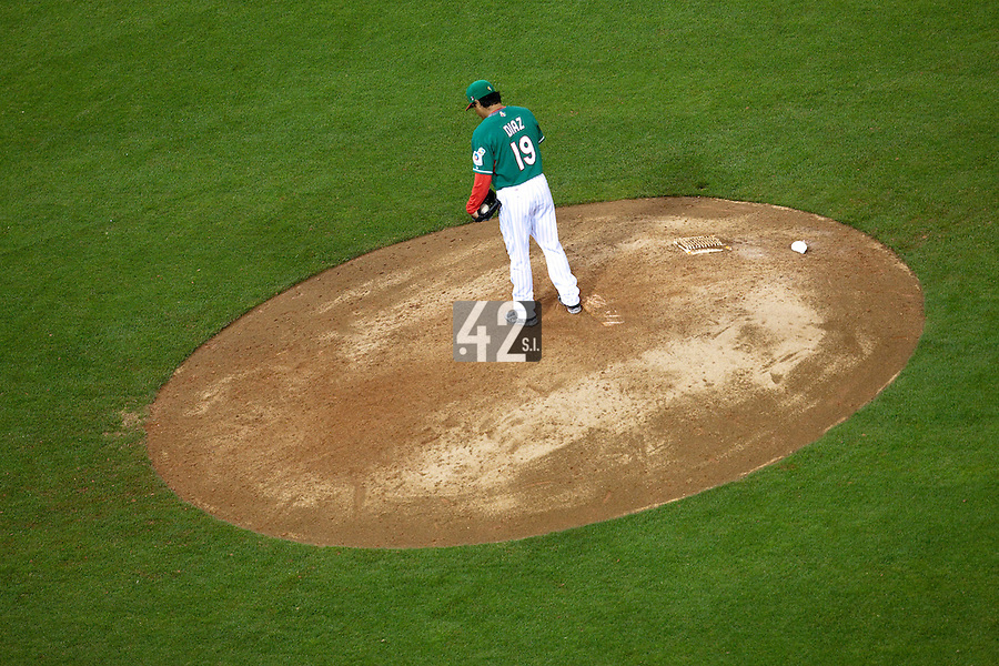 15 March 2009: #19 Rafael Diaz of Mexico pitches against Korea during the 2009 World Baseball Classic Pool 1 game 2 at Petco Park in San Diego, California, USA. Korea wins 8-2 over Mexico.