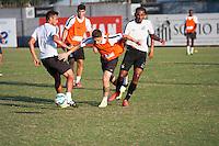 SANTOS, SP, 13.08.2015 - FUTEBOL- SANTOS – Jogadores do Santos durante sessão de treinamento no Centro de Treinamento Rei Pelé nesta quinta-feira, 13. (Foto: Flavio Hopp/Brazil Photo Press)