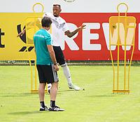 Bundestrainer Joachim Loew (Deutschland Germany) beobachtet Jerome Boateng (Deutschland Germany) am Ball - 31.05.2018: Training der Deutschen Nationalmannschaft zur WM-Vorbereitung in der Sportzone Rungg in Eppan/Südtirol