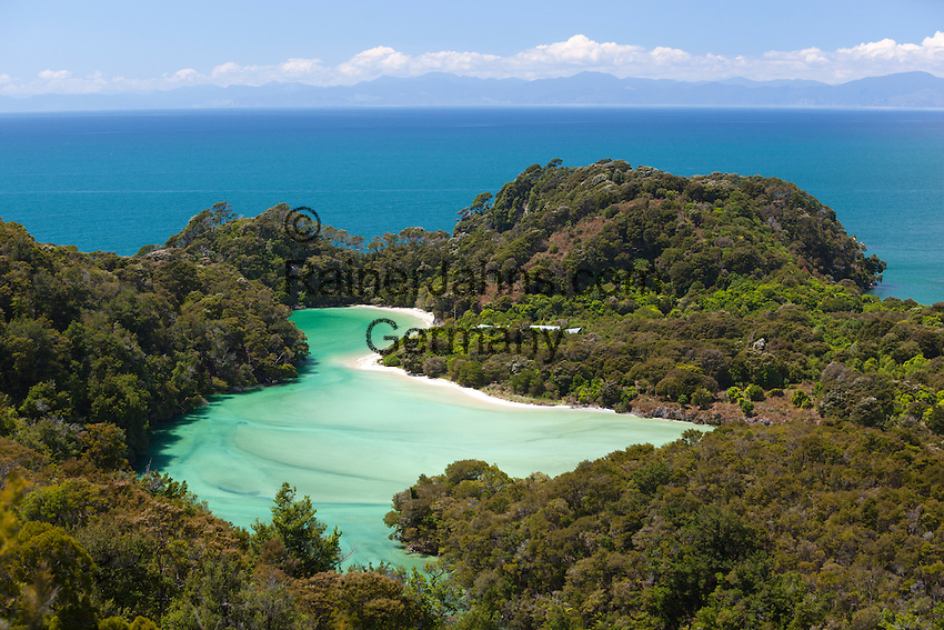 New Zealand, South Island, Nelson region, Abel Tasman National Park: Frenchman's Bay | Neuseeland, Suedinsel, Region Nelson: Frenchman's Bay im Abel Tasman National Park