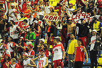 BARRANCABERMEJA -COLOMBIA, 18-11-2017:  Hinchas de Santa Fe animan a su equipo durante partido entre Alianza Petrolera e Independiente Santa Fe por la fecha 20 de la Liga Aguila II 2017 disputado en el estadio Daniel Villa Zapata de la ciudad de Barrancabermeja. / Fans of Santa Fe cheer for their team durng match between Alianza Petrolera and Independiente Santa Fe for the date 20 of the Aguila League II 2017 played at Daniel Villa Zapata stadium in Barrancabermeja city. Photo: VizzorImage / Jose Martinez / Cont