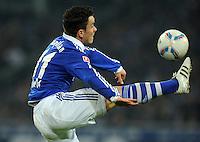 FUSSBALL   1. BUNDESLIGA   SAISON 2011/2012   18. SPIELTAG FC Schalke 04 - VfB Stuttgart            21.01.2012 Alexander Baumjohann (FC Schalke 04) Einzelaktion am Ball