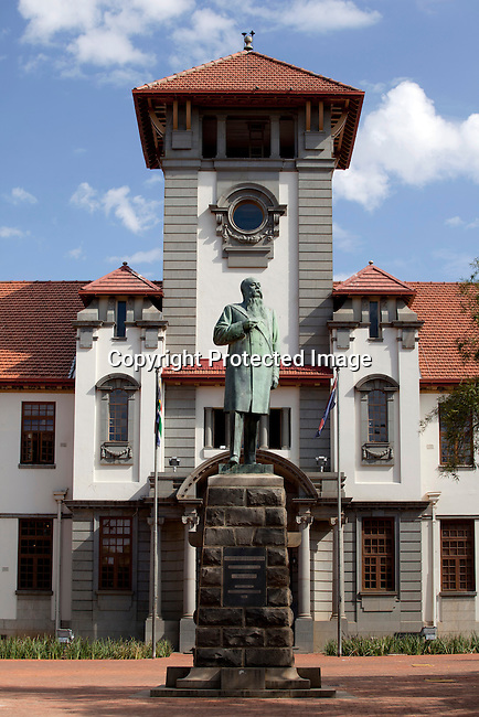 BLOEMFONTEIN, SOUTH AFRICA APRIL 17, 2013: A statue of Martinus Theunis Steyn outside the main building at the University of the Free State in Bloemfontein, South Africa. Photo by: Per-Anders Pettersson