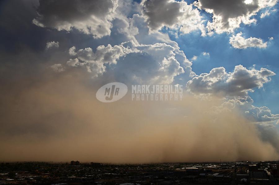 Phoenix downtown thunderstorm weather storm chaser chasing clouds sky Arizona rain dust haboob sand sun monsoon