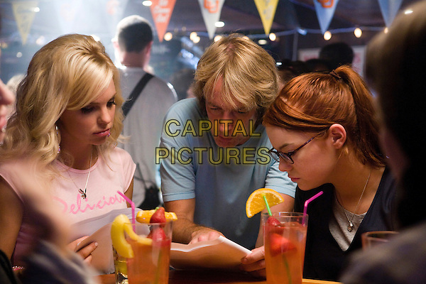ANNA FARIS, FRED WOLF (DIRECTOR) & EMMA STONE.on the set of The House Bunny.*Filmstill - Editorial Use Only*.CAP/FB.Supplied by Capital Pictures.