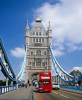 England, London: Doppeldecker auf der Tower Bridge   United Kingdom, London: Tower Bridge, double-decker bus