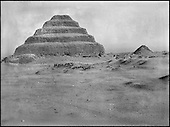 Exploration of the stepped pyramid complex of Djoser. (1924-1935)..The digs began to the south of the Djoser pyramid complex in automn of 1924, under the supervision of British egyptologist, Cecil Firth. To the north-east stands the Userkaf pyramid (also called Ouserkaf) (Vth dynasty, 2,500 B.C.) which barely peeks out of the desert sands.....CHADOUF MOHAMMED/COLLECTION PATRICK CHAPUIS-PHILIPPE FLANDRIN