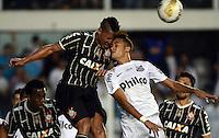Santos SP, 19 maio 2013 - SANTOS X CORINTHIANS  Lance com Neymar (D) do Santos e Ralf do Corinthians durante partida da final do campeonato paulista de 2013  no Estadio da Vila Belmiro em Santos, Litoral de  de Sao Paulo, neste domingo , 19. (FOTO: ALAN MORICI / BRAZIL PHOTO PRESS).