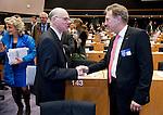 Bruessel - Belgien, 20. Januar 2014; <br /> MdB Prof. Dr. Norbert LAMMERT (li), Praesident des Deutschen Bundestages, nimmt im Rahmen einer Bundestagsdelegation teil an der Interparlamentarischen Konferenz zur wirtschaftlichen Steuerung der EU (siehe Artikel 13 des EU-Fiskalvertrags); hier, vor Sitzungsbeginn im kleinen Plenarsaal des Europaeischen Parlaments, mit MdB Norbert BARTHLE (re)(CDU/CSU), Leiter der Bundestagsdelegation; <br /> Photo: &copy; Horst Wagner / DBT; <br /> Tel.: +49 179 5903216; <br /> horst.wagner@skynet.be