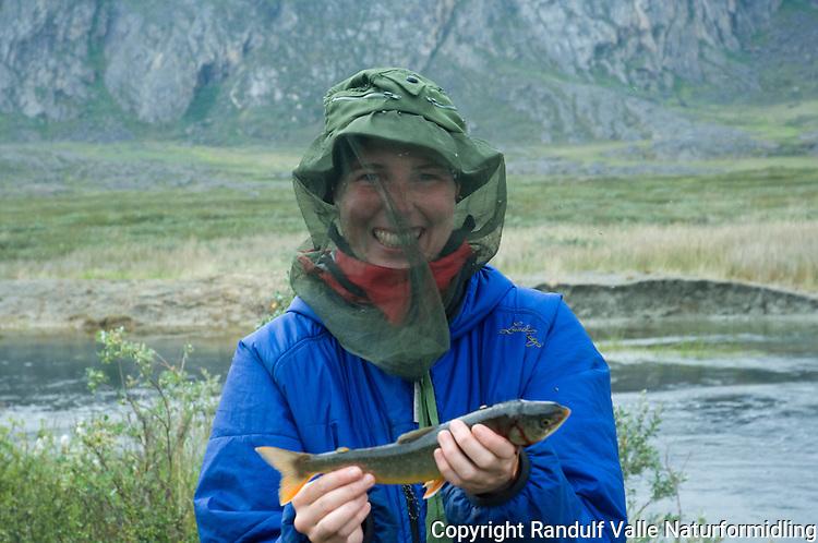 Jente med sjørøye ---- Girl with arctic char