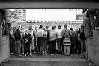 milano, stadio san siro. spettatori guardano gli ultimi minuti della partita che porterà il 17. scudetto al milan --- milan, san siro stadium. spectators watching the last minutes of the match that will bring to milan a.c. the 17. championship shield