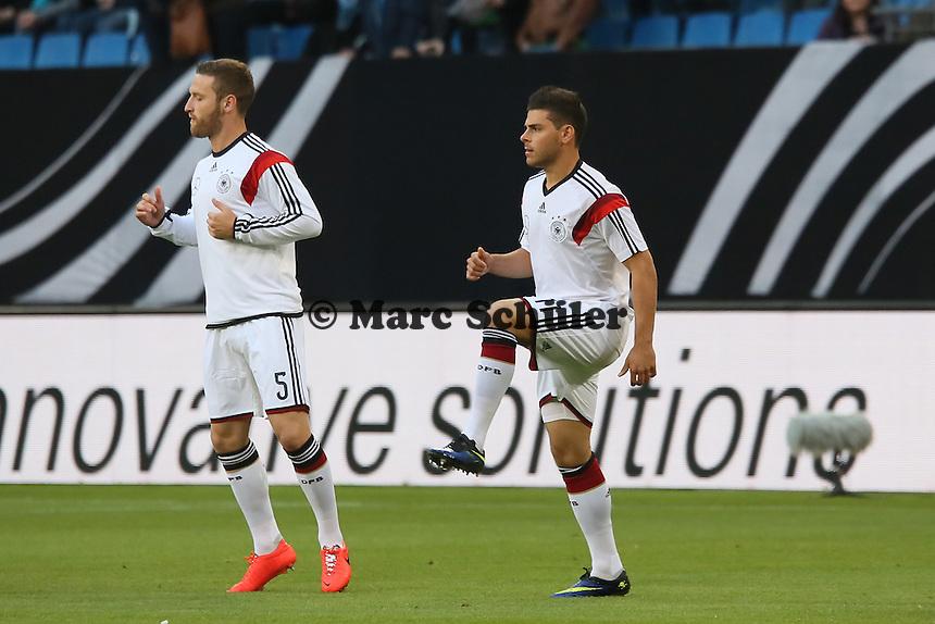 Skodrtan Mustafi und Kevin Volland (D) - Deutschland vs. Polen, WM-Vorbereitung Testspiel, Imtech Arena Hamburg