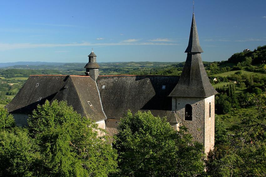 L'eglise de Turenne est bati sur le flanc sud de la butte.