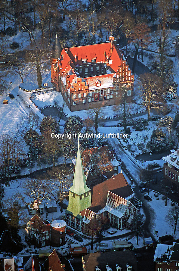 Bergedorfer Schloss und St.Petri und Pauli: EUROPA, DEUTSCHLAND, HAMBURG 20.12.2009: Bergedorfer Schloss und die Kirche St. Petri und Pauli