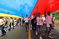 """CUCUTA -COLOMBIA, 22-02-2019.  Miles de personas assiten al concierto """"Venezuela Aid Live"""" que se realiza hoy, 22 de febrero de 2019, en el puente internacional Las Tienditas en la frontera de Cucuta, Colombia con Venezuela, con el objetivo de pedir al gobierno de Nicolás Maduro permitir la entrada de ayuda humanitaria a su país. En el concierto participarán 35 artistas regionales e internacionales en una escenario giratorio. / Thousand of people gathered to the concert """"Venezuela Aid Live"""" on the International bridge las Tienditas on the border of Cucuta, Colombia with Venezuela with the objetive of asking to the Maduro's regimen allow the humanitarian aid to income to the Venezuelan territories. In the concert, 35 regional and international artists participate in a revolving stage. Photo: VizzorImage / Presidencia de Colombia"""