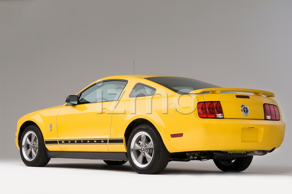 Rear three quarter view of a 2006 Ford Mustang Coupe