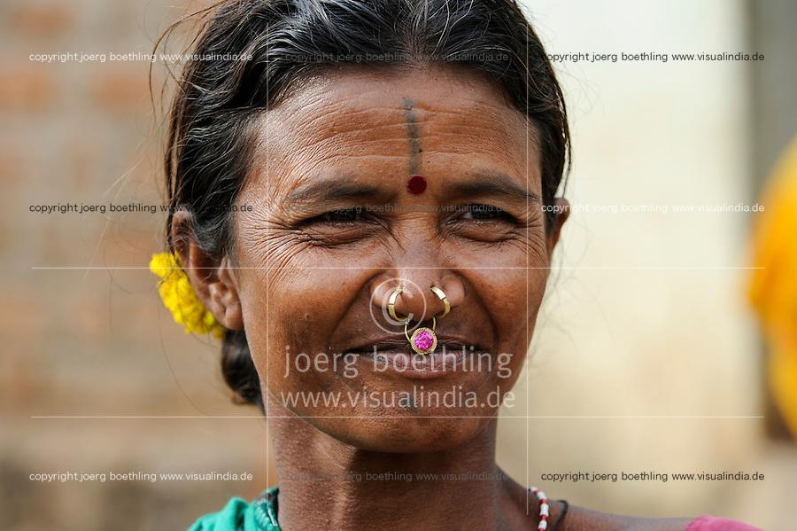 INDIA Odisha Orissa, Raygada, tribal village Bishnuguda, Dongria Kondh tribe, woman with nose ring / INDIEN Odisha Orissa, Raygada, Dorf Bishnuguda, Ureinwohner Dongria Kondh, Frau mit Nasenring
