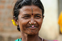 INDIA Odisha Orissa, Raygada, tribal village Bishnuguda, Dongria Kondh tribe, woman with nose ring / INDIEN Odisha Orissa, Raygada, Dorf Bishnuguda, Ureinwohner Dongria Kondh, Frau mit Nasenring