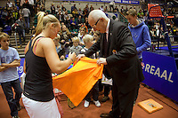 12-12-09, Rotterdam, Tennis, REAAL Tennis Masters 2009, Richel Hogenkamp signeert een tshirt