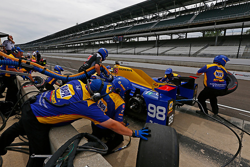 Verizon IndyCar Series<br /> Indianapolis 500 Practice<br /> Indianapolis Motor Speedway, Indianapolis, IN USA<br /> Wednesday 17 May 2017<br /> Alexander Rossi, Andretti Herta Autosport with Curb-Agajanian Honda pit stop practice<br /> World Copyright: Phillip Abbott<br /> LAT Images<br /> ref: Digital Image abbott_indyP_0517_14022